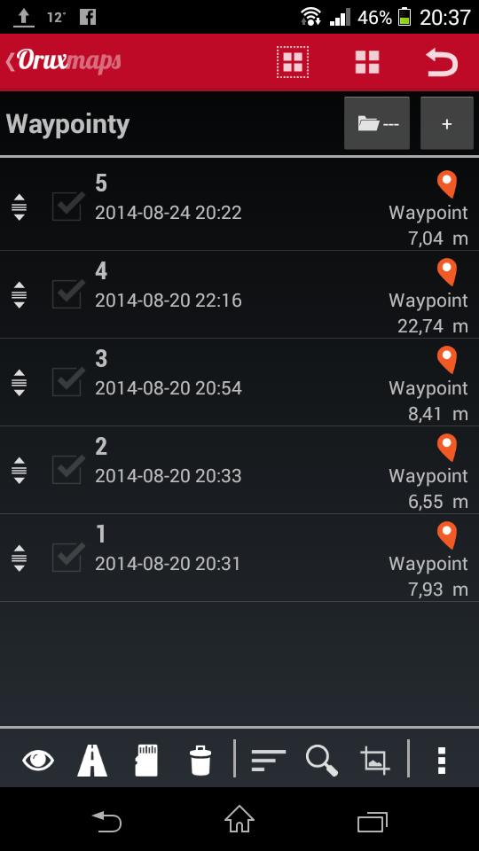 W aplikacji OruxMaps widać, że choć wszystkie pięć punktów pomierzono w tym samym miejscu, to znajdują się od 7 do 22 metrów od nas