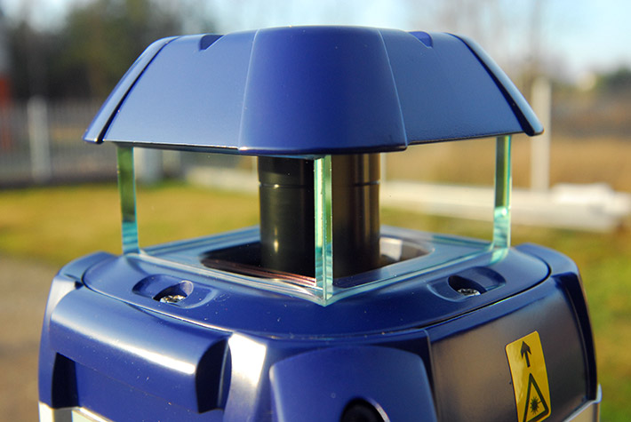 """Solidna szklana """"klatka bezpieczeństwa"""", która odpowiada za ochronę głowicy laserowej w niwelatorze Agatec LT 300"""