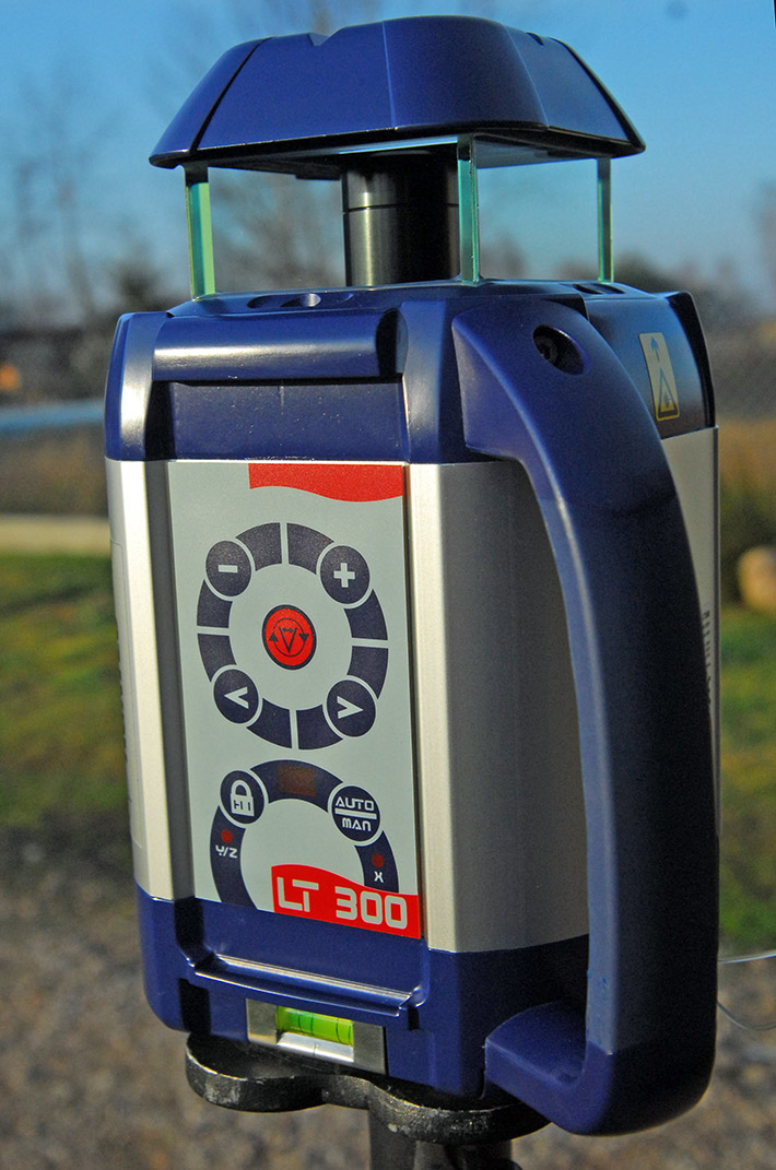 Niwelator laserowy Agatec LT 300 w metalowej obudowie