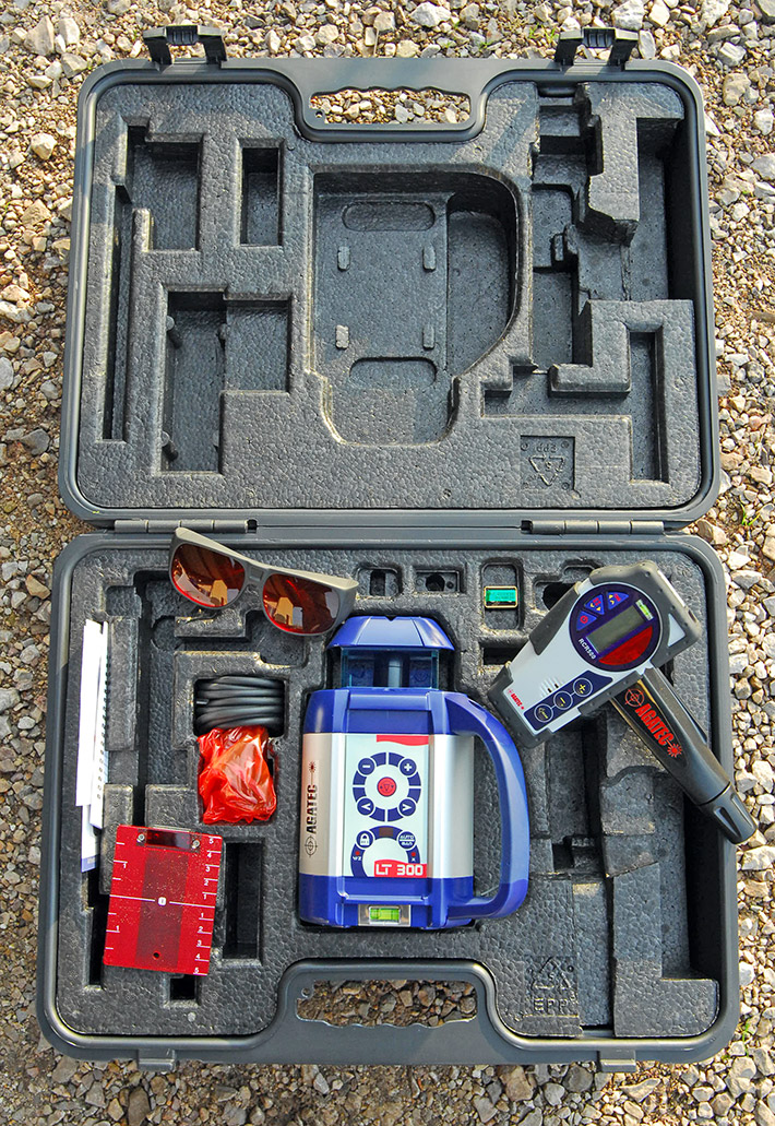 Wyposażenie standardowe niwelatora obrotowego Agatec LT 300 zadowoli każdego, kto wykonuje pomiary na zewnątrz