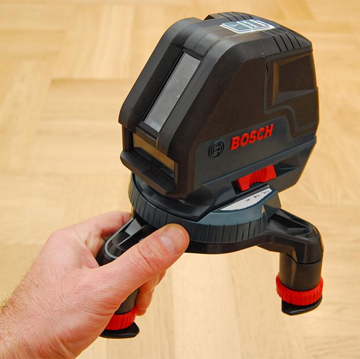 Laser liniowy Bosch GLL 3-50 w mini statywie