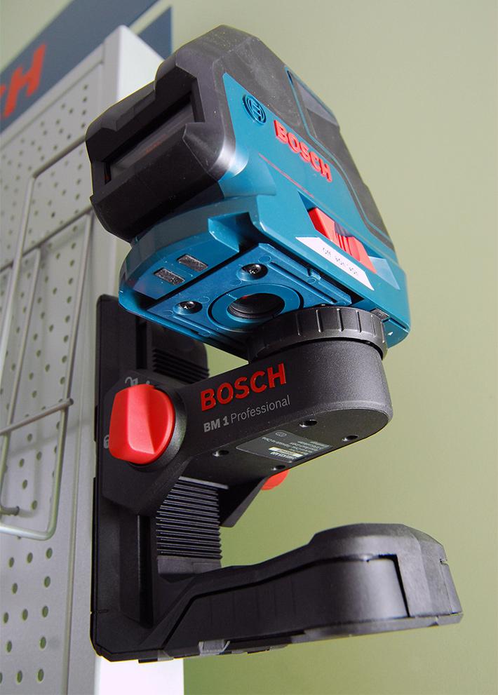 Bosch GLL 3-50 przystosowany jest do współpracy z uchwytem ściennym Bosch BM1