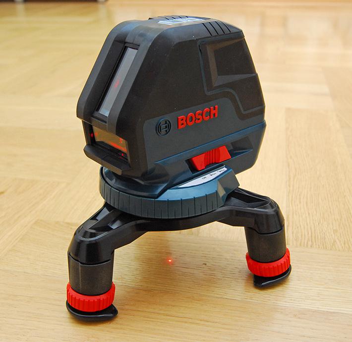 Trójnóg poziomicy Bosch w pozycji złożonej
