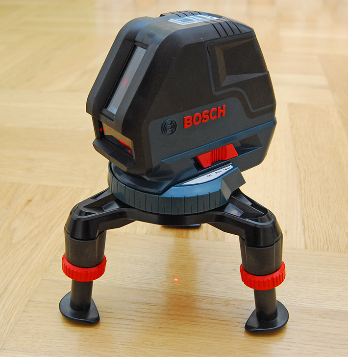 Trójnóg poziomnicy Bosch w pozycji rozłożonej