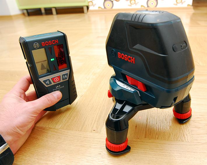 Odbiornik LR2 pozwala pracować laserem krzyżowym Bosch GLL 3-50 nawet na zewnątrz pomieszczeń