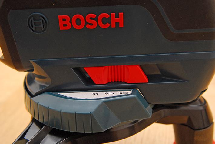Włącznik zasilania i blokada kompensatora w laserze GLL 3-50