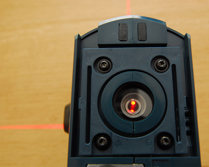 """W laserze Bosch GLL 3-50 pionownik w dół wyświetlany jest z oddzielnego """"okienka"""""""