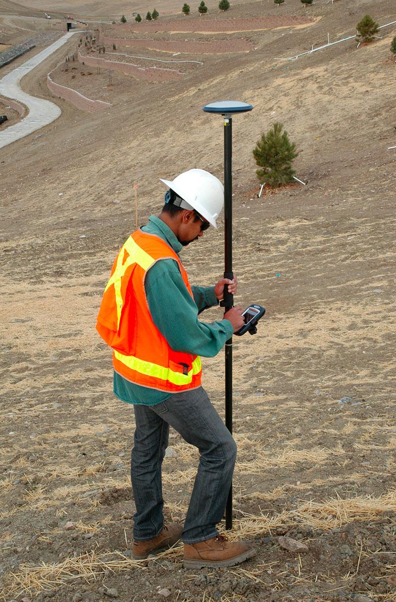 Poprawki z ASG-EUPOS wykorzystywane w pomiarach geodezyjnych ruchomym odbiornikiem RTK