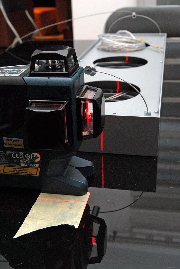 Wyznaczanie linii za pomocą poziomicy laserowej