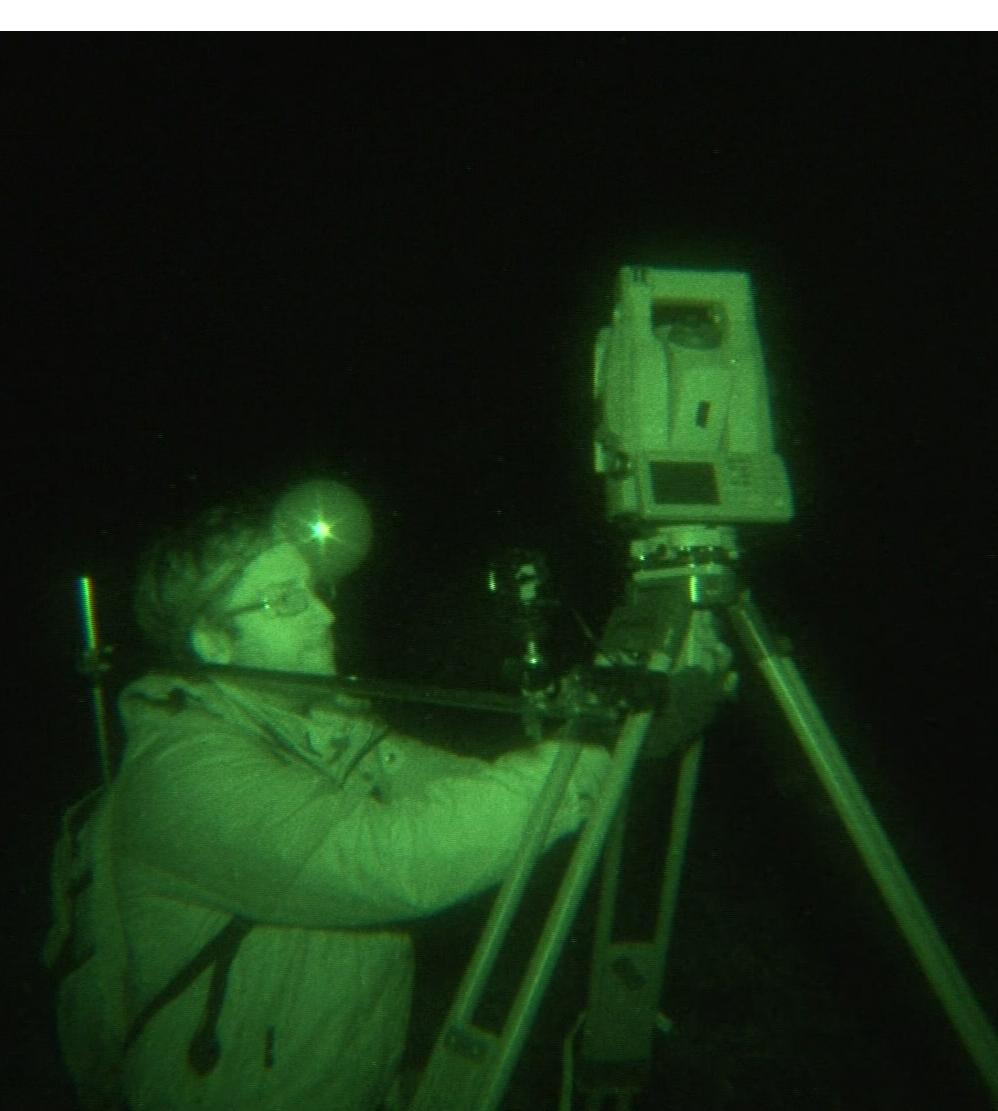 Ben McGee w trakcie nocnych pomiarów z Topcon IS-3