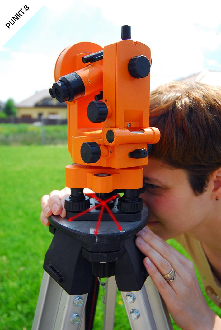 Ustawianie teodolitu optycznego nad punktem