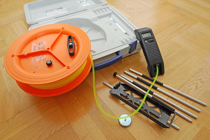 Poziomica wężowa elektronicza Nivcomp H-25 z akcesoriami
