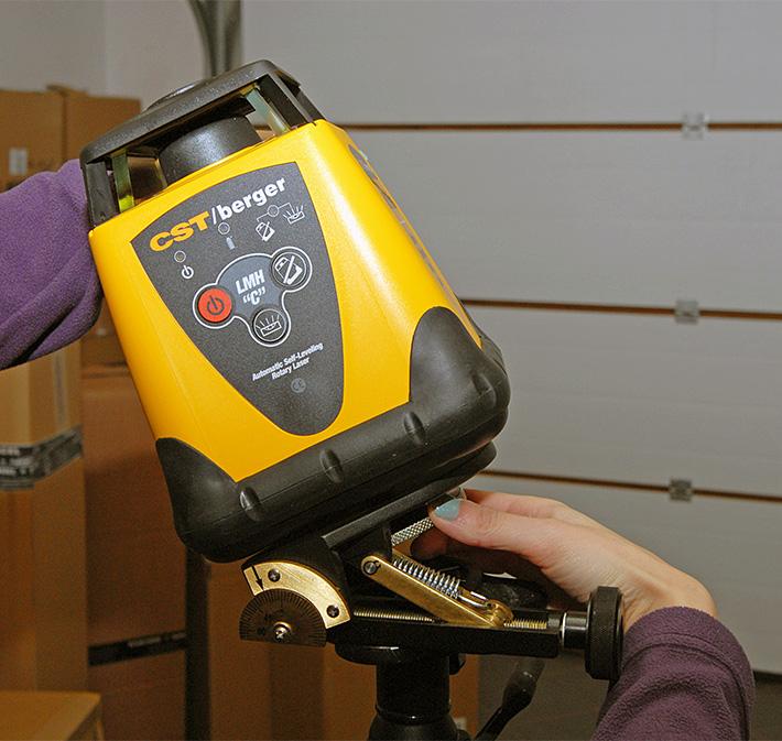 Laser obrotowy CST/berger LMHCU na płycie uchylnej