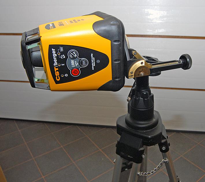 Niwelator rotacyjny CST/berger LMHCU na płycie uchylnej