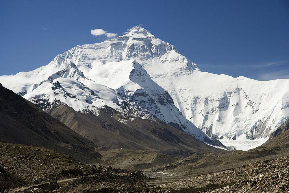 Najwyższy szczyt na Ziemi - Mount Everest w Himalajach